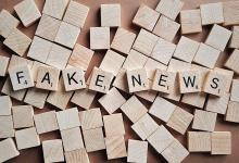 lettres srabble formant le mot fake news
